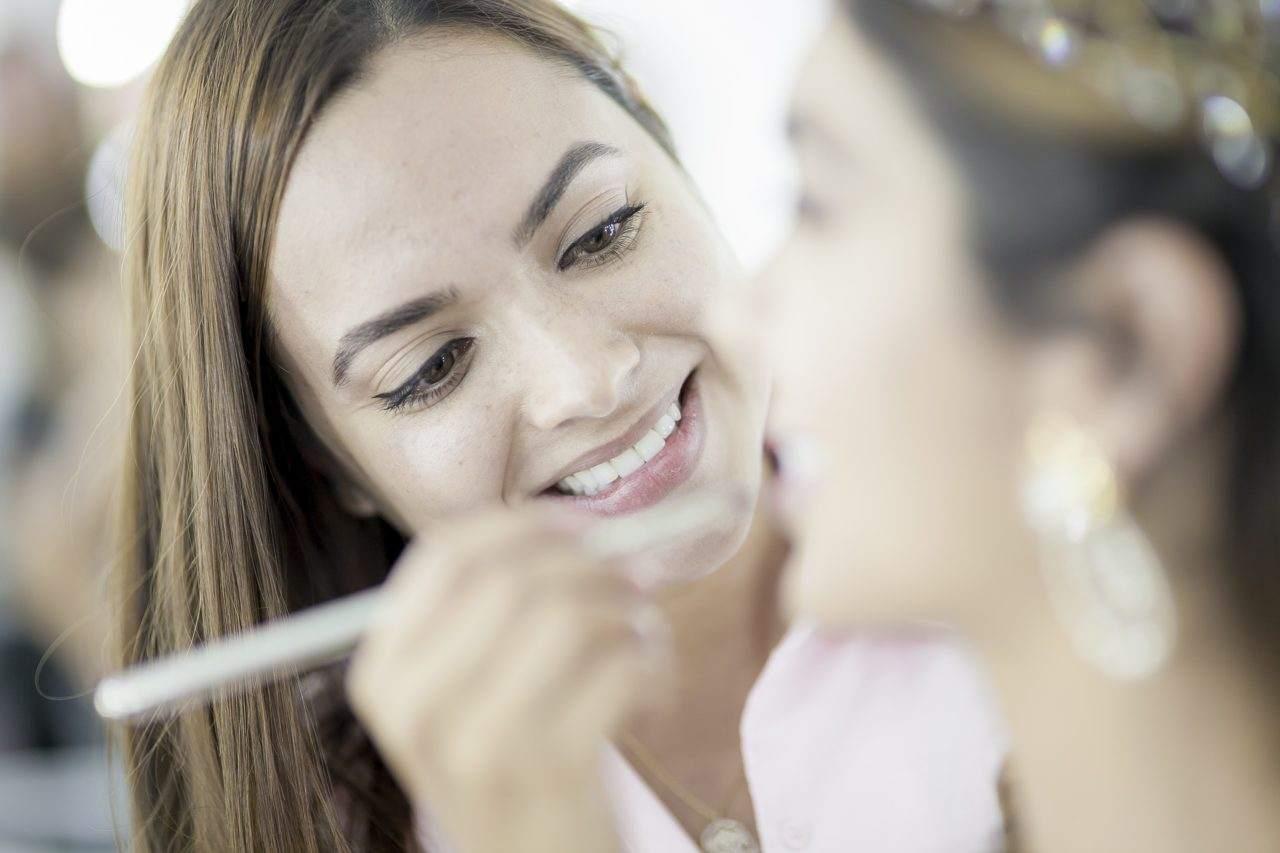 Maquiando